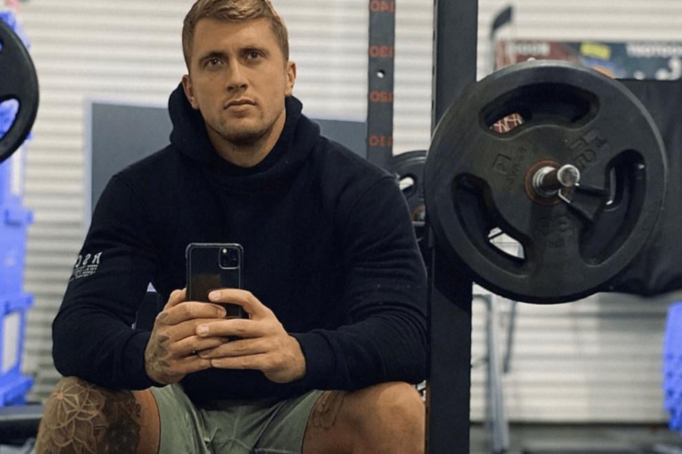 Dan Osborne excites followers with pouty gym selfie but fans can't resist pointing out bulge in his pants