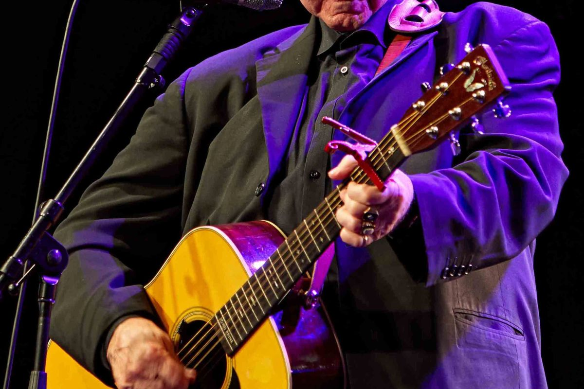 Country singer John Prine dead at 73 after battle with coronavirus