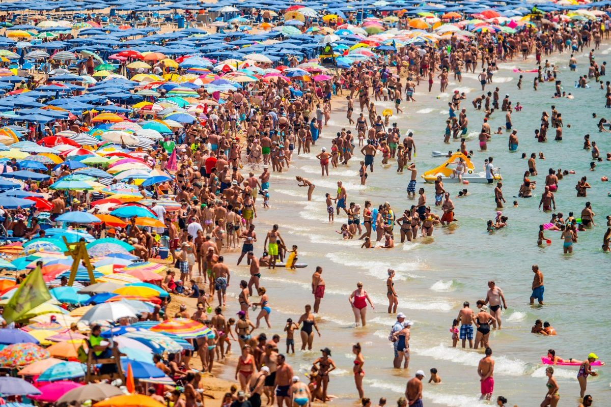 Coronavirus UK LIVE: Summer holidays to Europe could still go ahead as death toll hits 33,614
