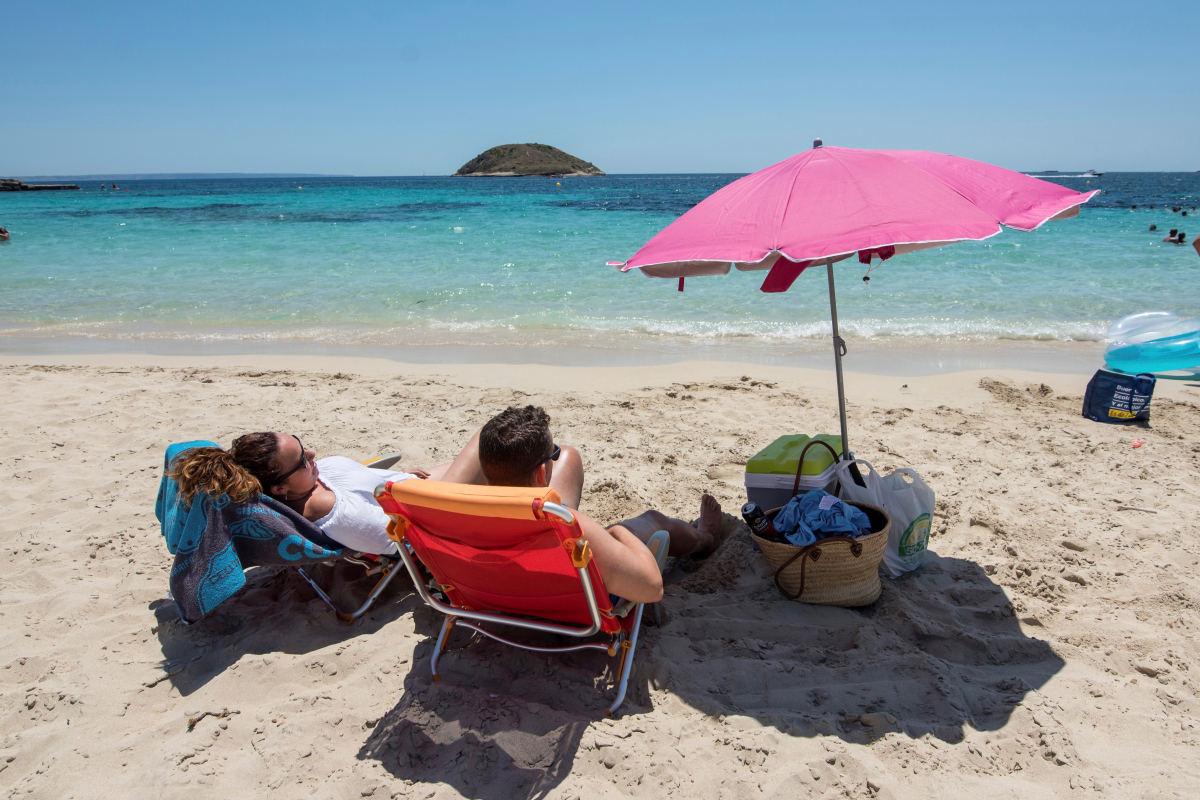 Coronavirus UK news LIVE: Brits can go on holiday abroad next week as new laws for pubs unveiled and deaths hit 43,081