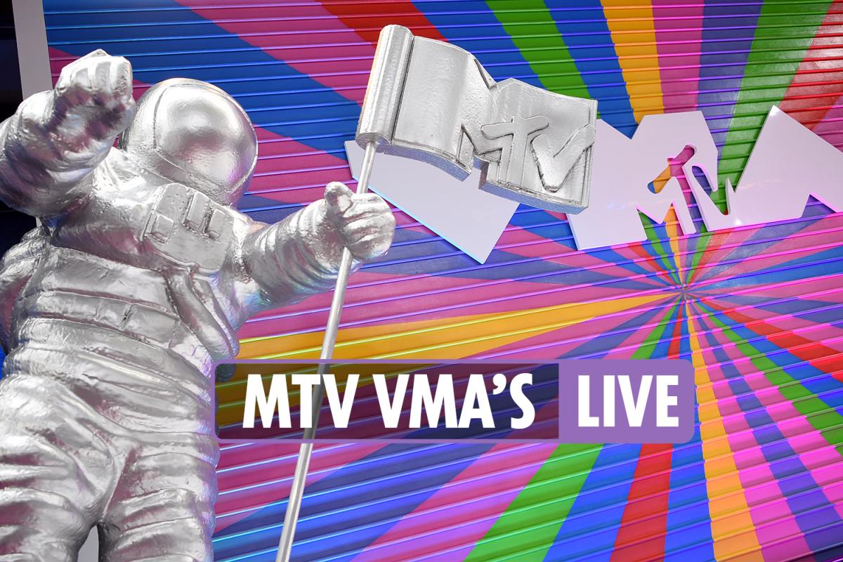 VMA's 2021 LIVE – Olivia Rodrigo makes MTV awards show debut as Avril Lavigne returns to rocker roots with new boyfriend